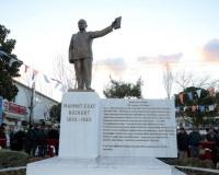 MAHMUT ESAT BOZKURT, KUŞADASI'NDA ANILDI